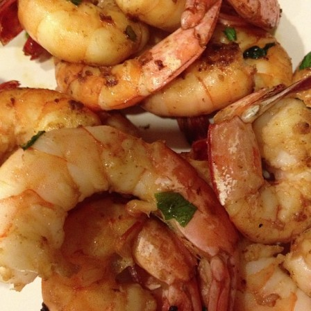 Sauteed shrimp and basil: a fresh and delicious flavor.